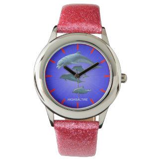 Brillo con el reloj rosado del delfín de la correa