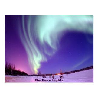 Brillo de la aurora boreal en cielo de Alaska Postales