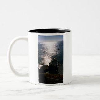Brillo de la noche taza de café de dos colores