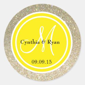 Brillo del oro y monograma amarillo del boda etiquetas