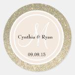 Brillo del oro y monograma beige del boda pegatina redonda