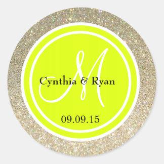 Brillo del oro y monograma del boda del verde etiquetas redondas