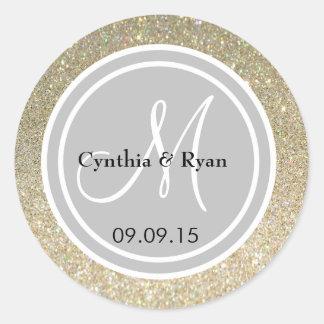 Brillo del oro y sello del monograma de la bodas pegatina redonda