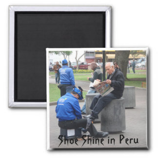 Brillo del zapato en el parque en Lima, Perú Imán Cuadrado