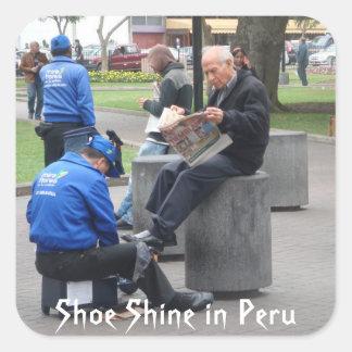 Brillo del zapato en el parque en Lima, Perú Pegatina Cuadrada