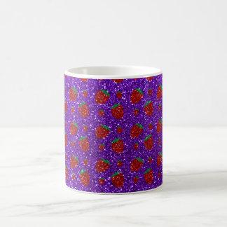 Brillo púrpura de la fresa del añil taza básica blanca