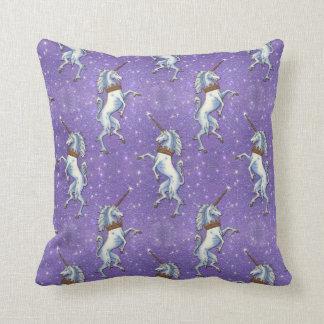 Brillo púrpura del unicornio cojin