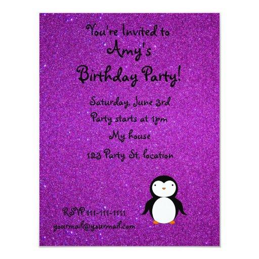Brillo púrpura personalizado del pingüino conocido invitacion personalizada