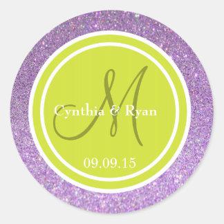 Brillo púrpura y monograma verde del boda de la etiqueta redonda