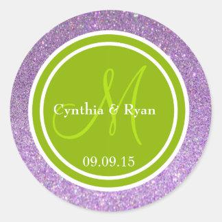 Brillo púrpura y monograma verde del boda pegatina redonda