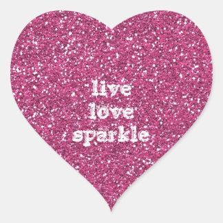 Brillo rosado con cita viva de la chispa del amor pegatina en forma de corazón