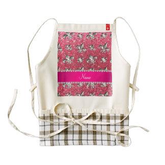 Brillo rosado fucsia de la flor de lis conocida de delantal zazzle HEART