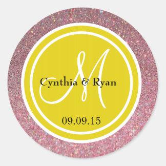 Brillo rosado y monograma amarillo citrino del pegatinas redondas