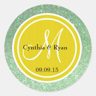 Brillo verde y monograma amarillo citrino del boda etiqueta redonda