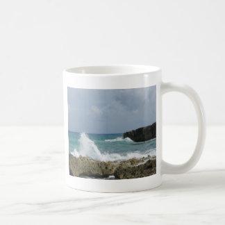 Brisa de mar de los ámbares taza básica blanca
