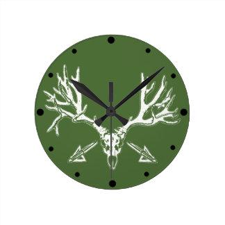 Broad head buck w round clock