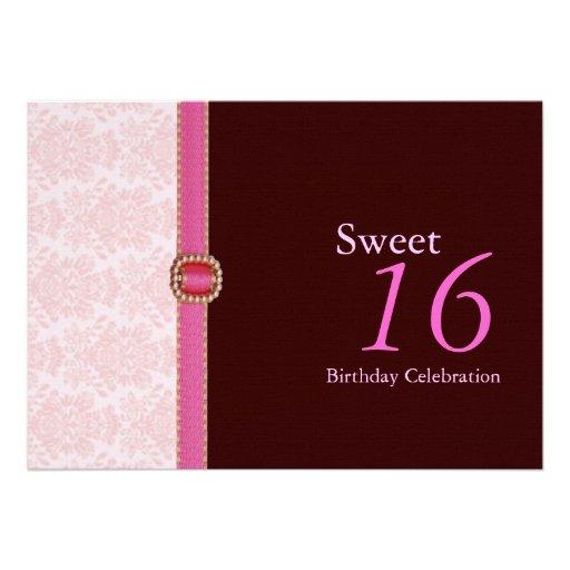 Brocado rosado en invitaciones del dulce 16 de Bro