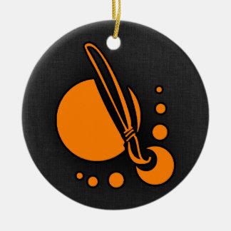 Brocha anaranjada del artista adorno