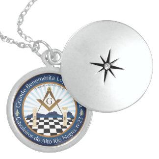 Broche em Prata Esterlina Oficial da CARN 23 Round Locket Necklace