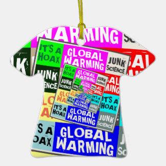 Broma del calentamiento del planeta adorno de cerámica en forma de camiseta