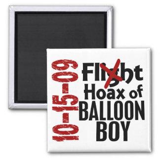 Broma del muchacho del globo imán cuadrado