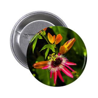 Bromeliad rojo colgante pin