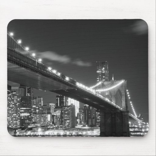Brooklyn Bridge and Manhattan Skyline At Night Mouse Pad