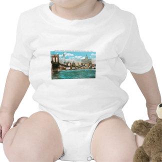 Brooklyn Bridge, Woolworth and Municipal... Tshirt