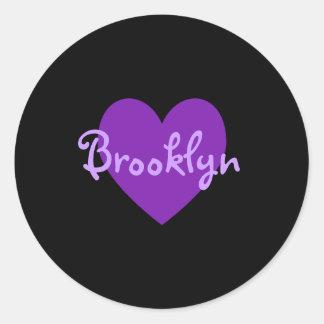 Brooklyn en púrpura etiqueta redonda
