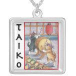 Brote y collar cuadrado de Tony Taiko