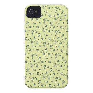 Brotes y corazones florales amarillos de flor del  Case-Mate iPhone 4 coberturas