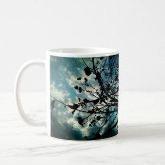 Brotes y ramas taza clásica
