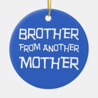 Brother de otra madre adorno redondo de cerámica