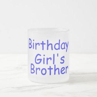 Brother del chica del cumpleaños taza de café