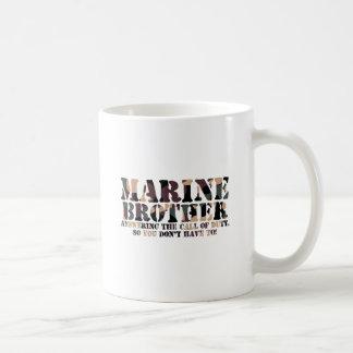 Brother marino que contesta a llamada taza clásica