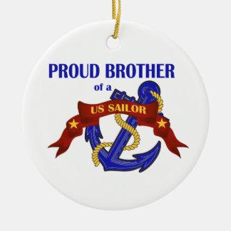 Brother orgulloso de un ornamento del marinero de adorno redondo de cerámica