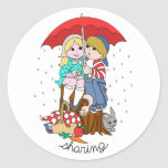 Brother y hermana que comparten el paraguas en pegatina redonda