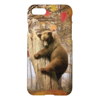 Brown bear climbing on tree iPhone 8/7 case