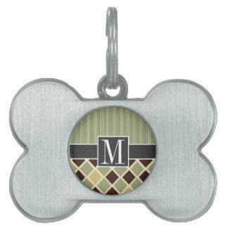 Brown de moda y diamantes verdes placas mascota