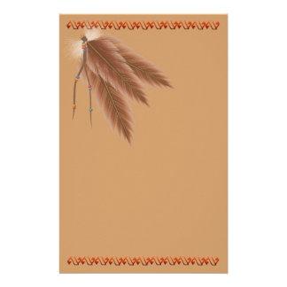 Brown descolorado empluma los efectos de escritori  papeleria de diseño