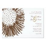Brown e invitación floral abstracta blanca del