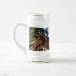 Brown_Horse, _Pat, _White_Beer_Stein_Mug Jarra De Cerveza