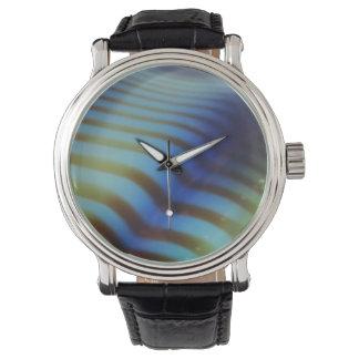 Brown/línea ondulada abstracta azul reloj