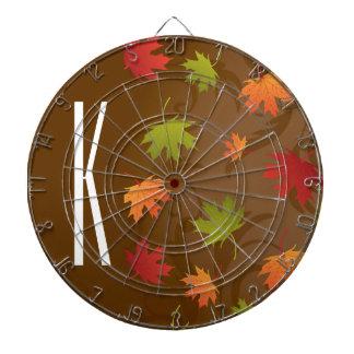 Brown, naranja, rojo, y otoño del verde, hojas de tablero de dardos