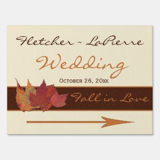 Brown, naranja, y hojas secadas marfil casando la  letreros