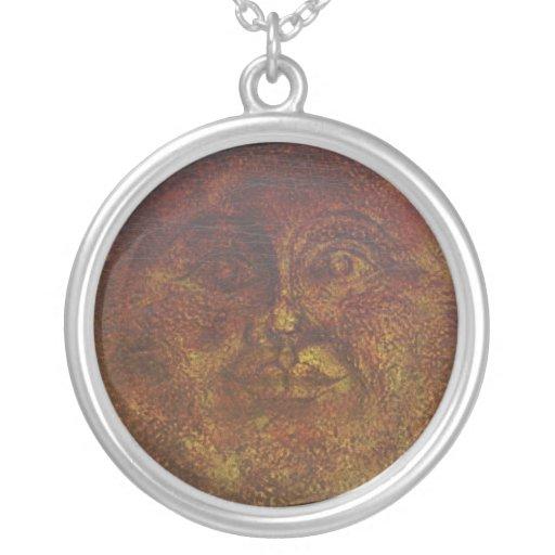 Brown oxidado abstracto hace frente del collar de