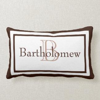 Brown y almohada blanca del recuerdo del nombre de