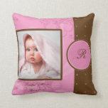 Brown y almohada rosada del recuerdo de la foto de