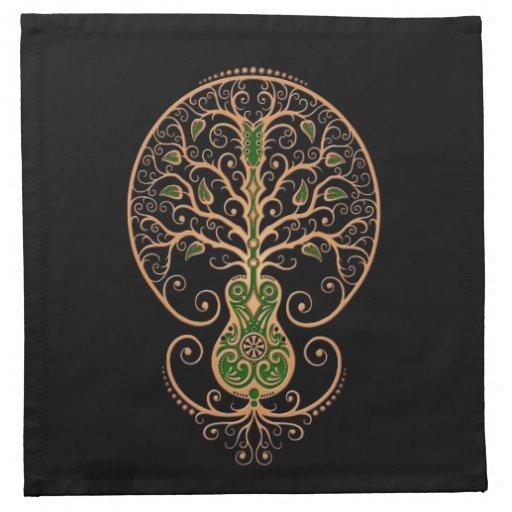 Brown y árbol verde de la guitarra de la vida en n servilleta imprimida