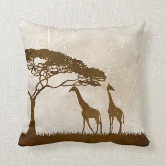Brown y boda africano de marfil de la jirafa cojines